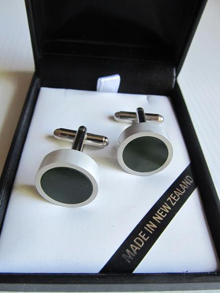 1027 Round greenstone cufflinks set in silver alloy.