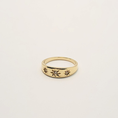 18K Gold Ring - 3 Cubic Zirconia