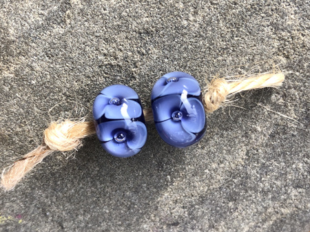 2x Handmade glass beads - bubble flower - Ink blue