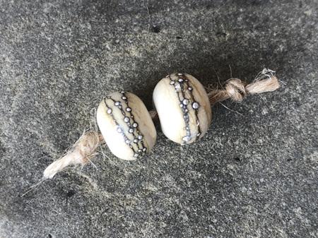 2x Handmade glass beads - pure silver trails - Ivory
