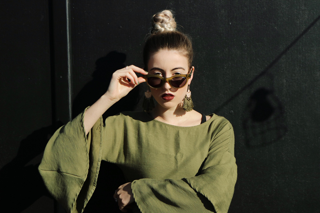 Quay-x-Kylie sunglasses star-struck / olive smoke