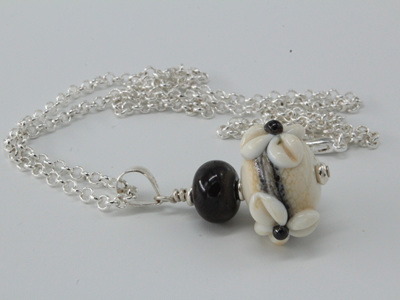 3D flower pendant - ivory/silver plum