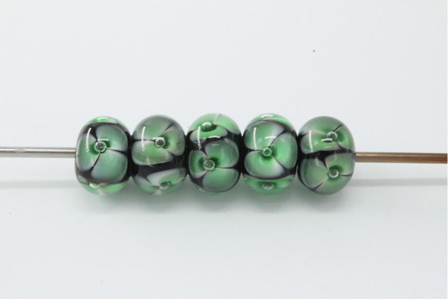 5x Bubble flower beads - Green on black