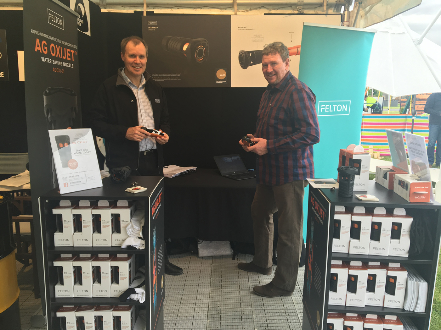 Roger and Mal from Felton with their award-winning agricultural washdown nozzle, Ag Oxijet