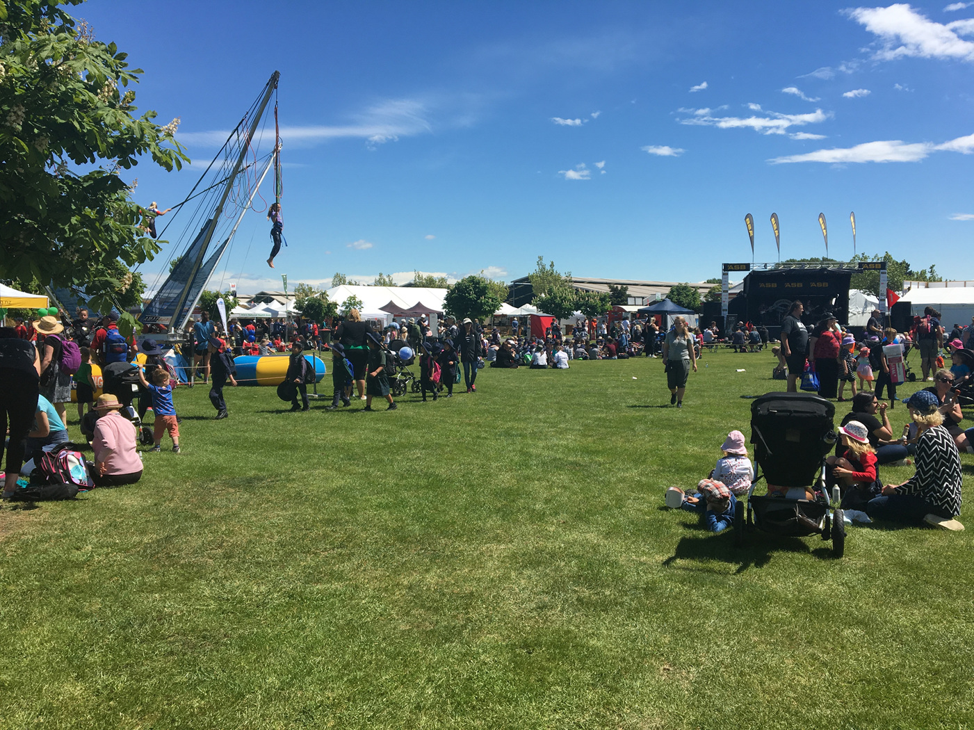 Families enjoying the sun at A&P Show