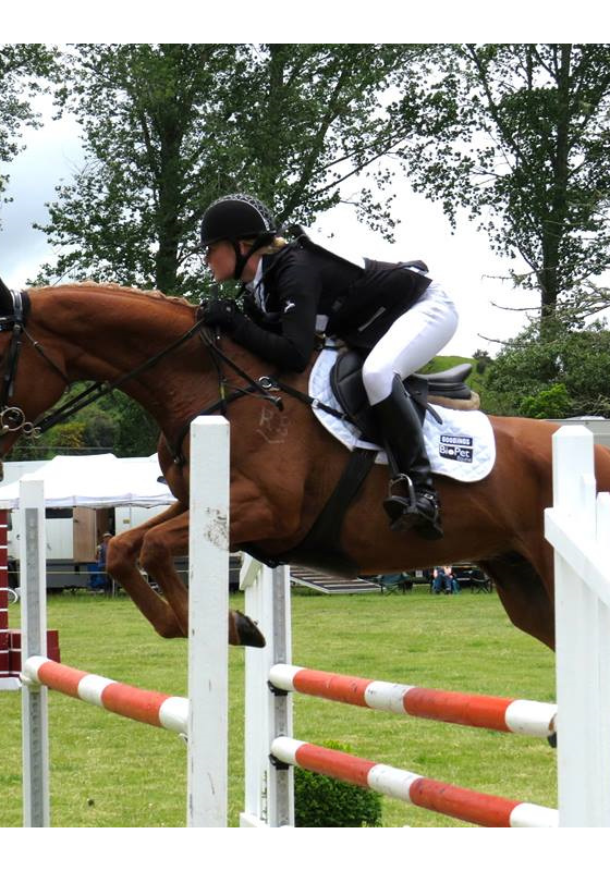 Lauren Alexander and AA Bedazzled ('Dazza') Show Jumping at Rotorua 2*
