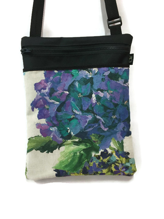 A bag for women who love the garden.  Perfect for an everyday handbag.