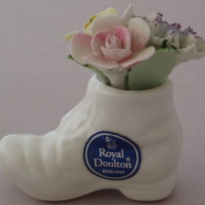 A china boot posy