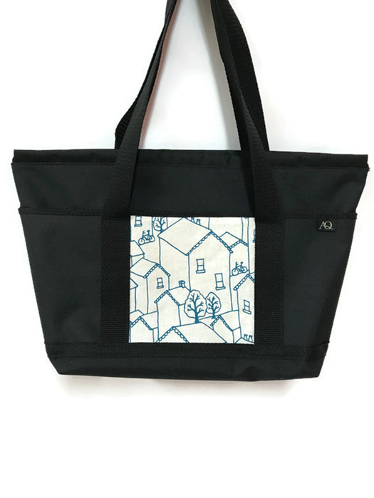 A great print of houses on reverse side of the teal bag.