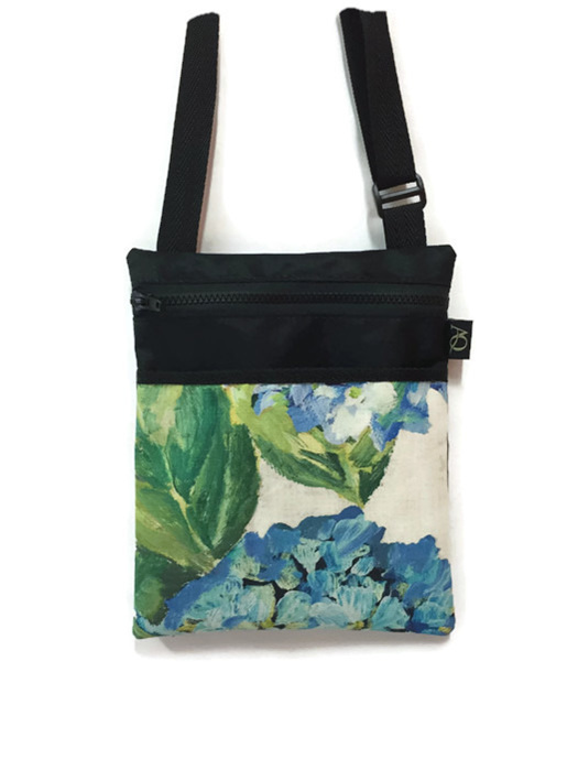 A handbag to suit all women, fantastic for across the body with hands free