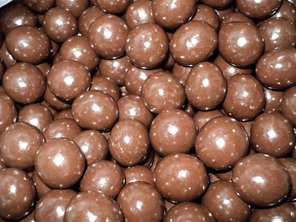 A happy combination of rich milk chocolate and macadamia kernel, these continue