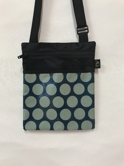 Dory Medium - teal dot