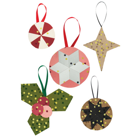 Adornaments by Paper Pieces