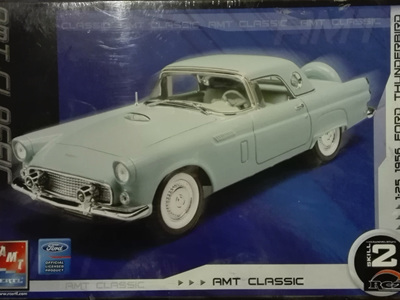 AMT 1/25 1956 Ford Thunderbird