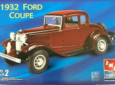 AMT 1/25 1932 Ford Coupe (AMT38562)