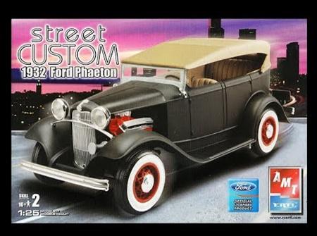 AMT 1/25 1932 Ford Phaeton (AMT31758)