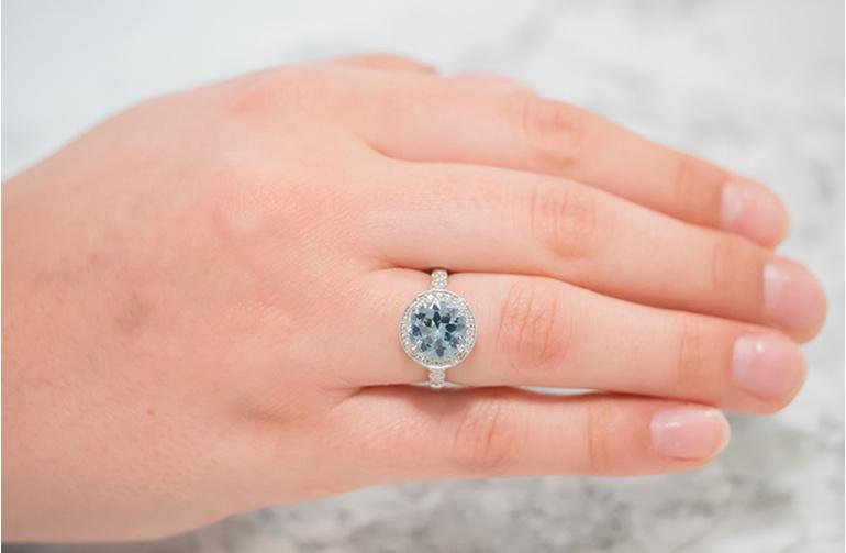 aquamarine and diamond 18ct white gold ring
