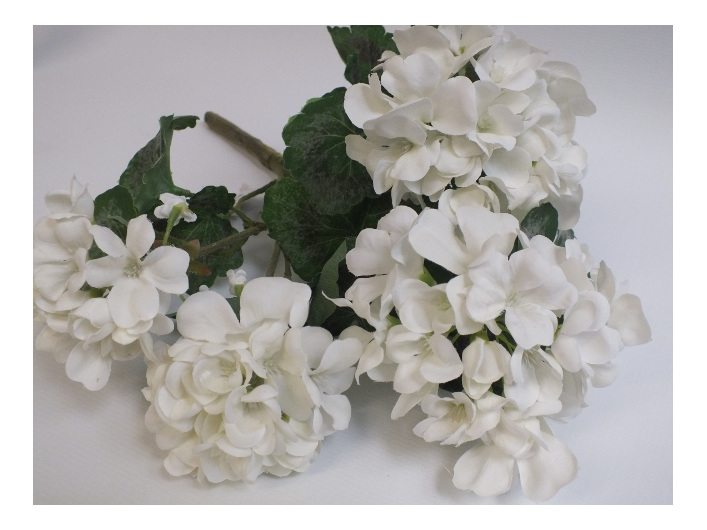 #artificialflowers #fakeflowers #decorflowers #fauxflowers#silk#geranium#white#
