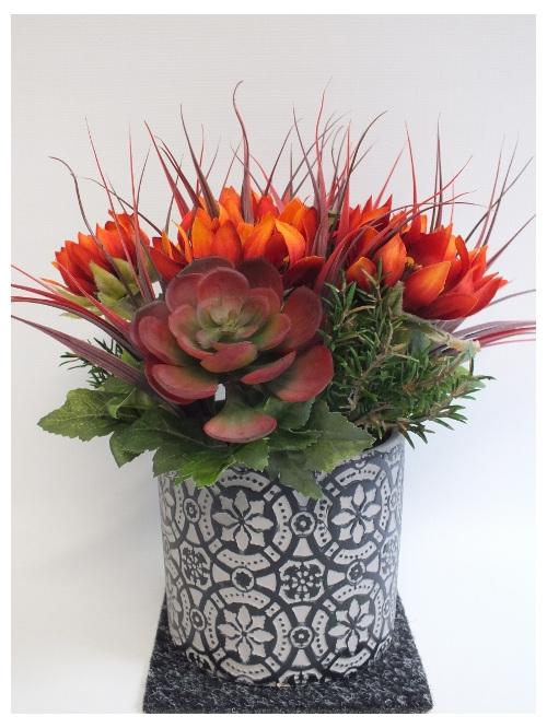 #artificialflowers #fakeflowers #decorflowers #fauxflowers#arrangement#gothic