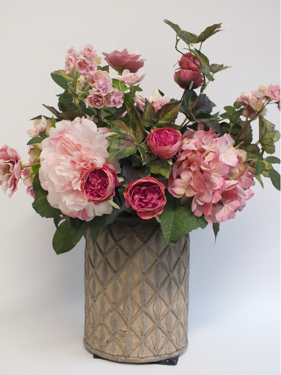 #artificialflowers #fakeflowers #decorflowers #fauxflowers#arrangement#pinks