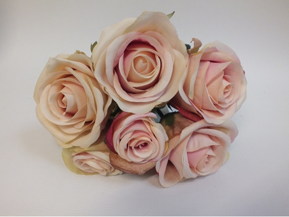 #artificialflowers #fakeflowers #decorflowers #fauxflowers#rose#posy#vintage