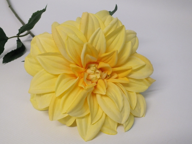 #artificialflowers#fakeflowers#decorflowers#fauxflowers#silk#yellow#dahlia