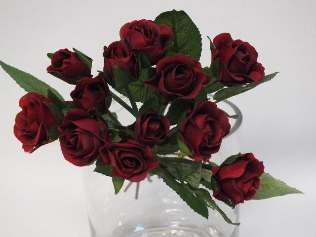 #artificialflowers#fakeflowers#decorflowers#fauxflowers#silkflowers#rosebud#red