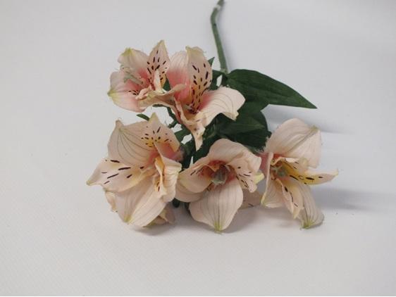 #artificialflowers#fakeflowers#decorflowers#fauxflowers#silkflowers#alstromeria