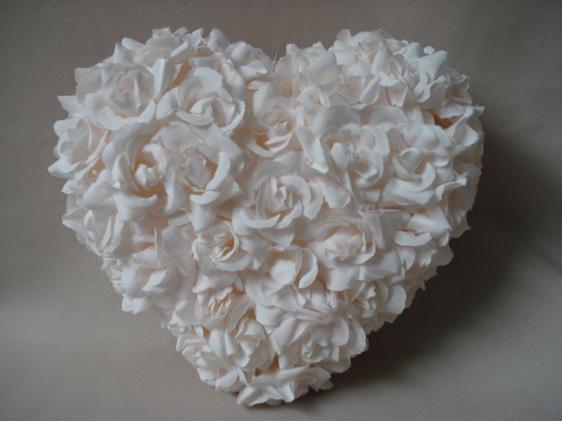 #artificialflowers#fakeflowers#decorflowers#fauxflowers#heart#roses#palepink
