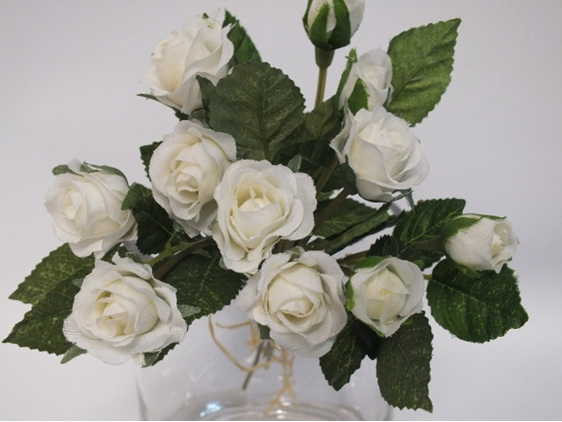 #artificialflowers#fakeflowers#decorflowers#fauxflowers#silkflowers#rosebud#whit