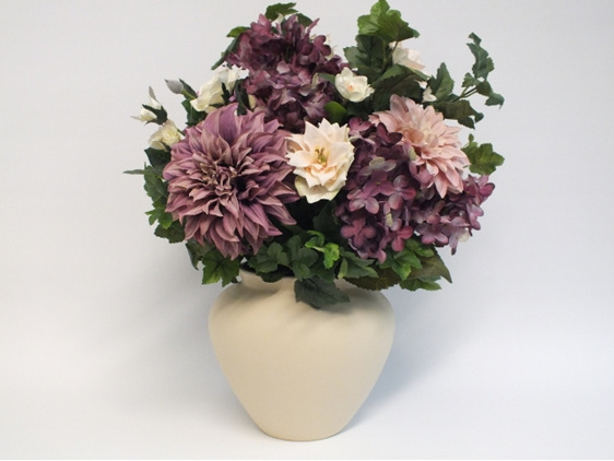 #artificialflowers#fakeflowers#decorflowers#fauxflowers#silkflowers#mauve#cream