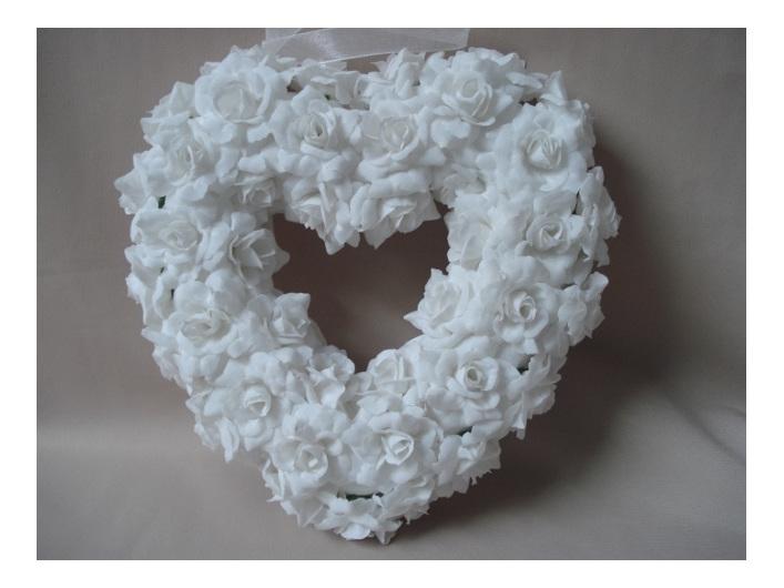 #artificialflowers#fakeflowers#decorflowers#fauxflowers#heart#roses#white