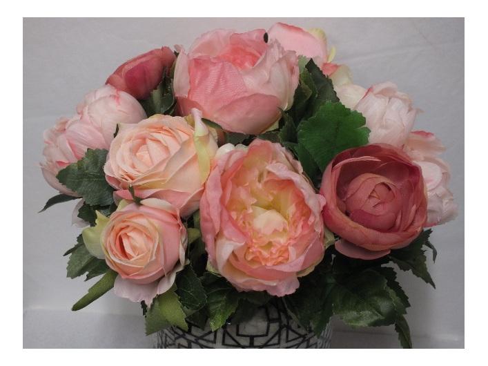 #artificialflowers#fakeflowers#decorflowers#fauxflowers#arrangement#pink#roses