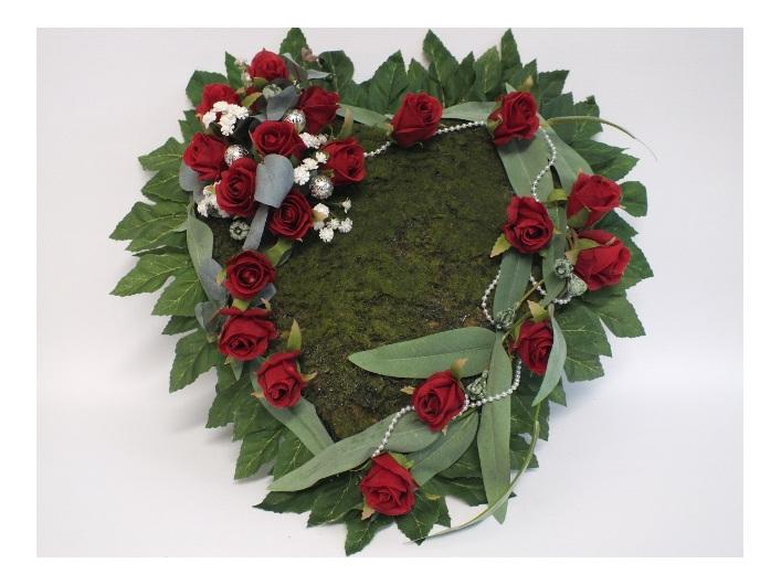 #artificialflowers#fakeflowers#decorflowers#fauxflowers#silkflowers#heart#wreath