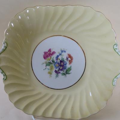 Deep cake plate