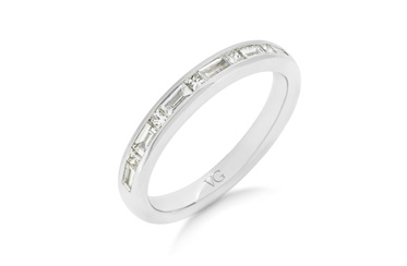 Baguette and Briliant Cut Diamond Wedding Ring