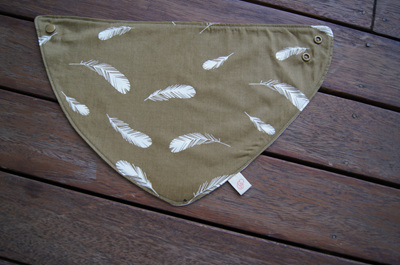 "Bandana Bib, ""Feathers, Olive"" GOTS Organic Cotton, Size 3m to Toddler"