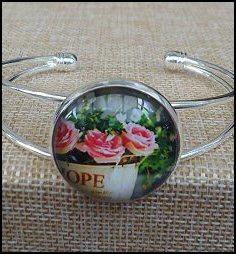 Beautiful Flower Glass Dome Bangle