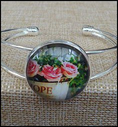 Beautiful Flower Glass Dome Bangle