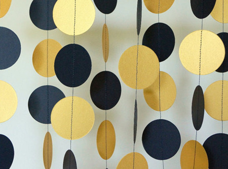 Black and gold paper circle garland
