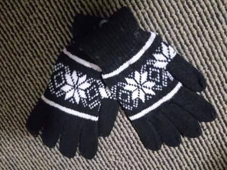 Black & White Snowflake Gloves (adults)