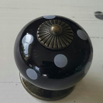 Black & White Spot Knob
