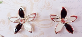 Blk Wht Flower earrings