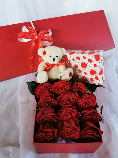 Bloomers Dozen  Roses in a Box