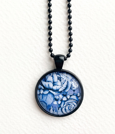 Blue bloom pendant necklace - black