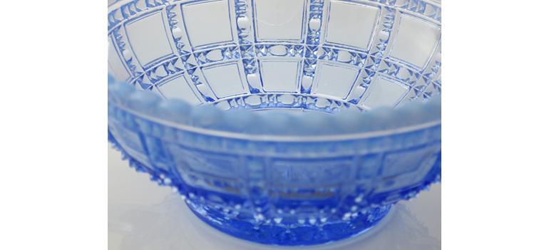 Blue uranium glass