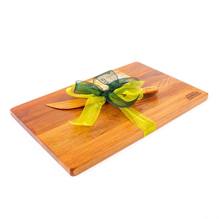 board and knife set - 280 x 180 x 14 mm heart rimu