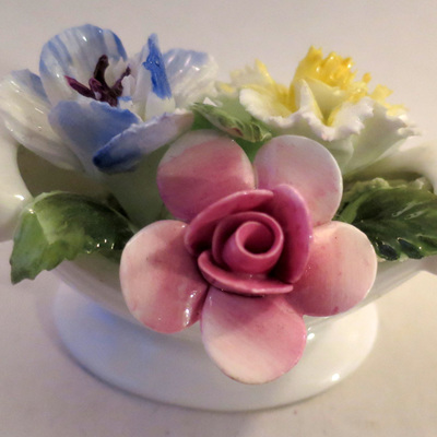 Boat shaped china posies
