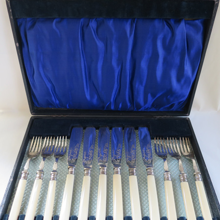 Boxed fish set for 6