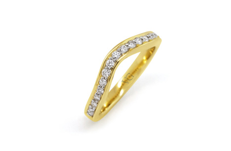 Brilliant Cut Diamond Shaped Band